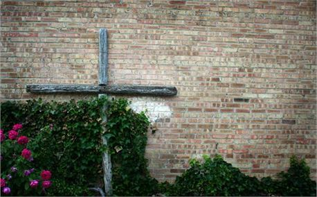 Cross & Roses on Brick Wall (1541)