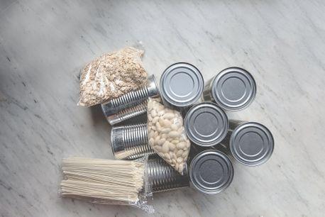 Giving Food (100296)