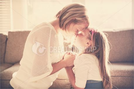 Mom & Daughter Prayer (24938)
