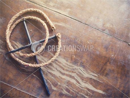 Nail Cross and Rope (28657)