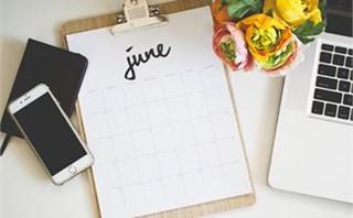 June 2016 Calendar On Desk