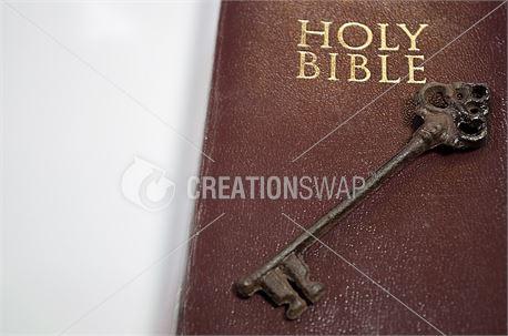 Key on Holy Bible (48583)