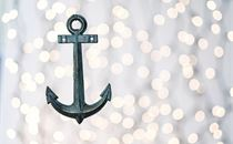 Anchor and bokeh white lights