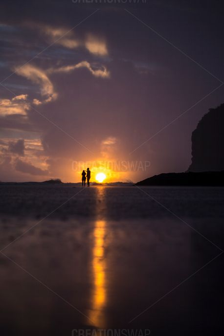 A couple at the beach (52613)