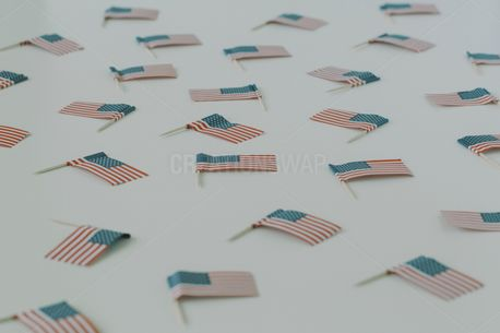 Scattered American flags 2 (54359)