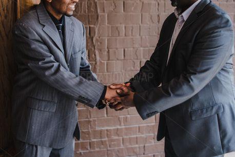 Men shaking hands (65854)