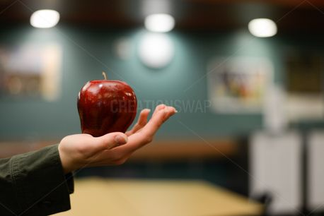 Red Apple  (69845)