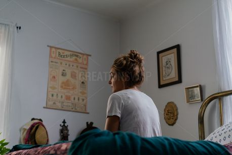 Girl on Bed (72902)