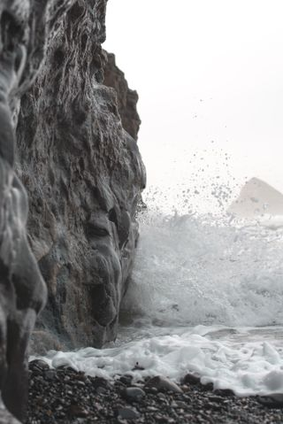 Crashing waves on rocks