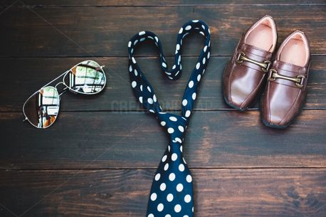 Shoes + Glasses + Tie (79471)