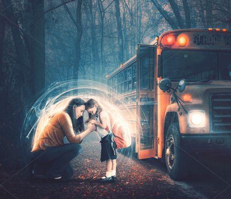 Praying before school (81365)