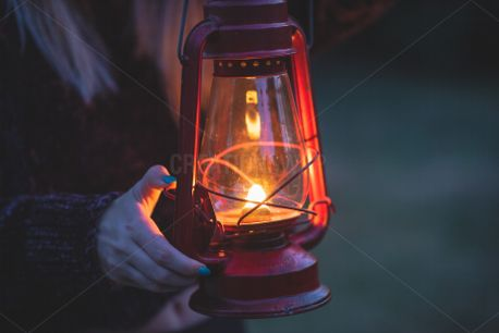 Light up the darkness (81712)