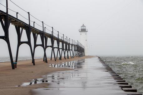 A lighthouse in fog (83906)