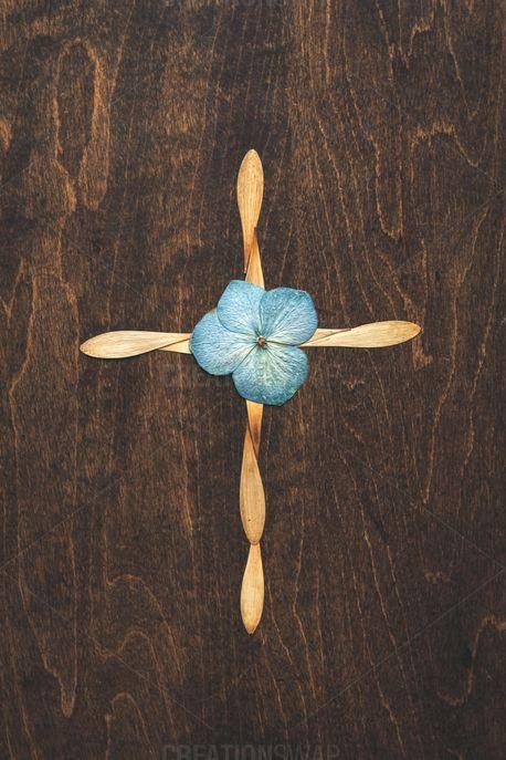 Cross In Flower Petals (85036)