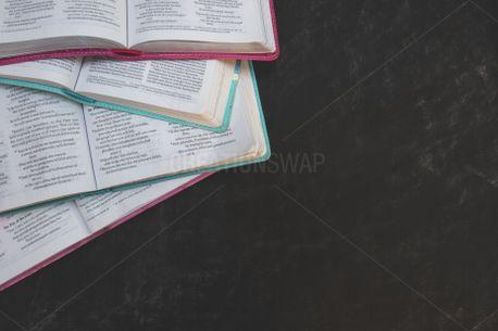 Open Bibles (89925)