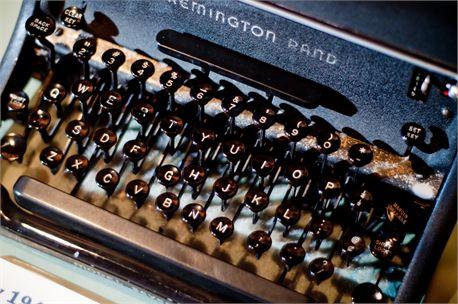 Typewriter (9046)