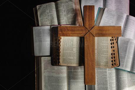 Open Bibles + Wooden Cross (93761)